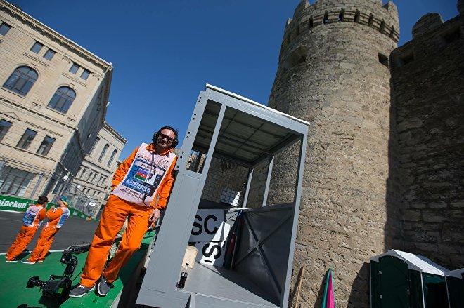 Ираклий в роли маршала бакинского трека Гран-при Формула-1