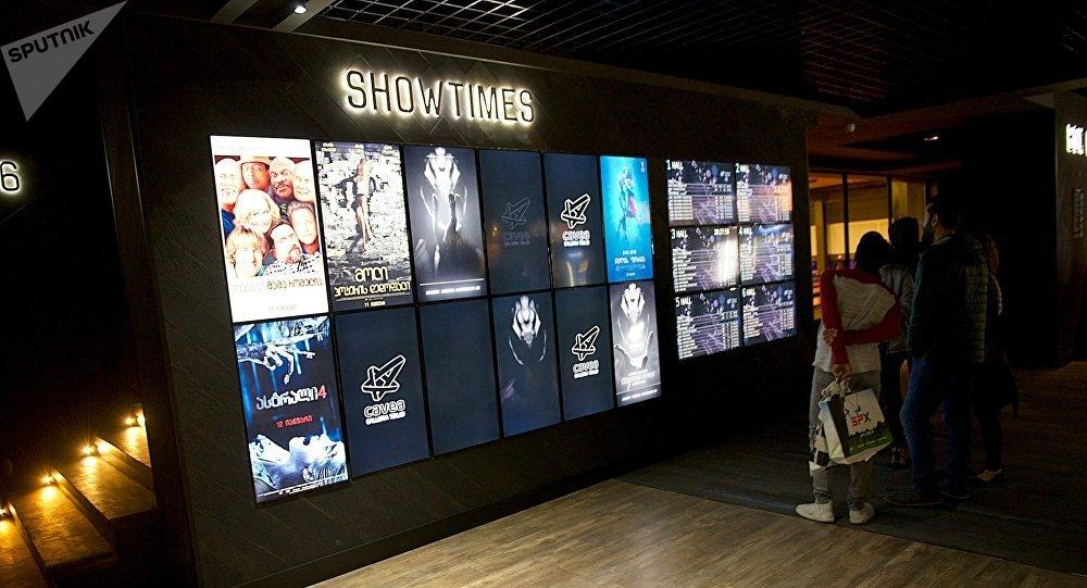 Афиша в одном из кинотеатров в столице Грузии
