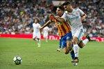 Матч между футбольными клубами Valencia и Real Madrid в рамках чемпионата Испании