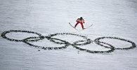 Дмитрий Васильев (Россия) в финале командных соревнований по прыжкам с большого трамплина