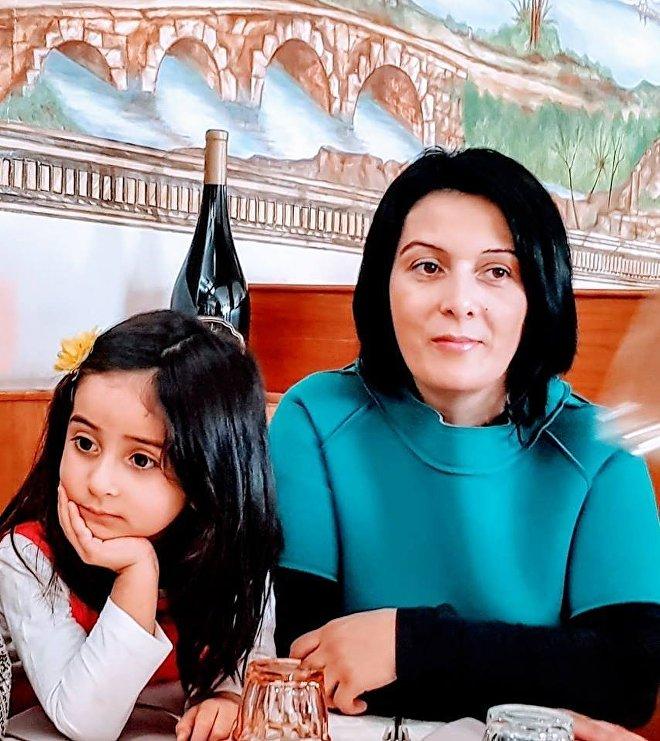 ია ჯინჭარაძე ქალიშვილთან ერთად