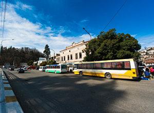 ავტობუსები გაჩერებაზე