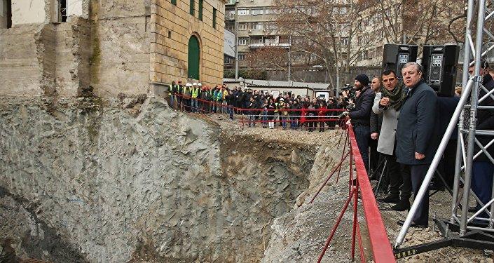 Премьер Грузии Георгий Квирикашвили осмотрел место строительства новой гостиницы