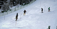 Лыжники на зимнем курорте Бакуриани