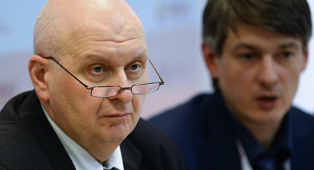 Директор Центра исследований федерального и региональных рынков алкоголя ЦИФРРА Вадим Дробиз (слева)