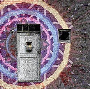 მანდალა კედელზე