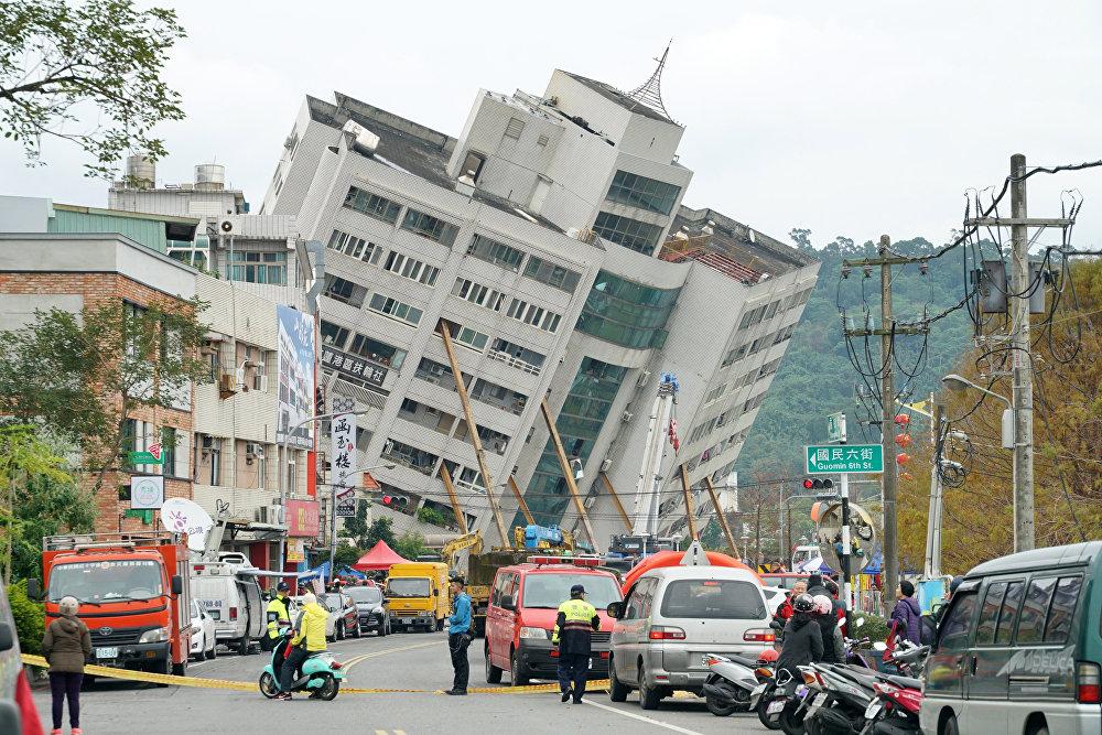 Жертвами природной катастрофы стали четыре человека, 225 пострадали, 140 человек не выходят на связь. Количество жертв еще может возрасти, спасательная операция продолжается