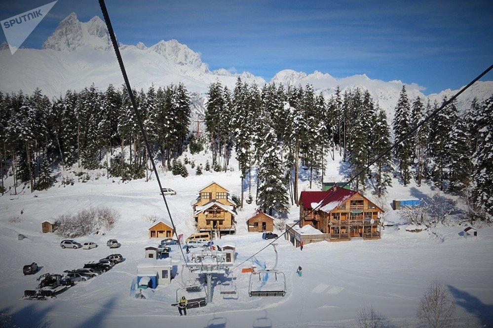 Горнолыжный курорт в высокогорной Сванетии - тут есть все, чтобы разместиться с комфортом и отлично провести время