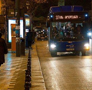 მუნიციპალური ავტობუსი თბილისის ქუჩაზე