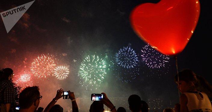 Воздушный шар в форме сердечка