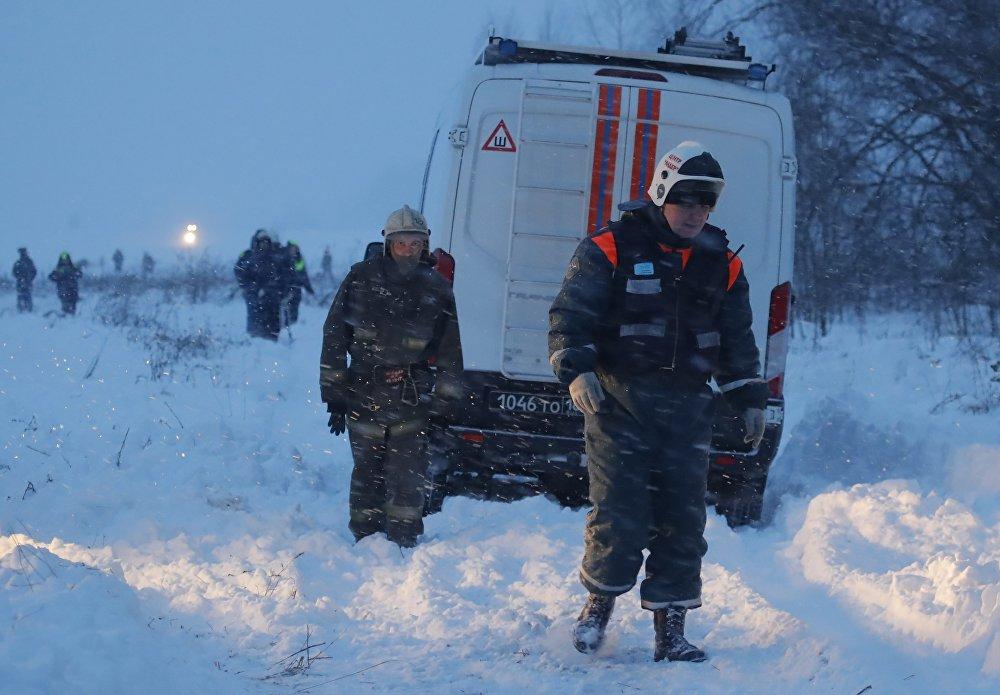В настоящее время район крушения обследуют девять беспилотников. Еще несколько дней на месте будут работать следователи и эксперты