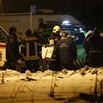 Добраться до места падения самолета было непросто. Спасателям пришлось идти пешком, пожарные машины бы просто не проехали, увязнув в сугробах