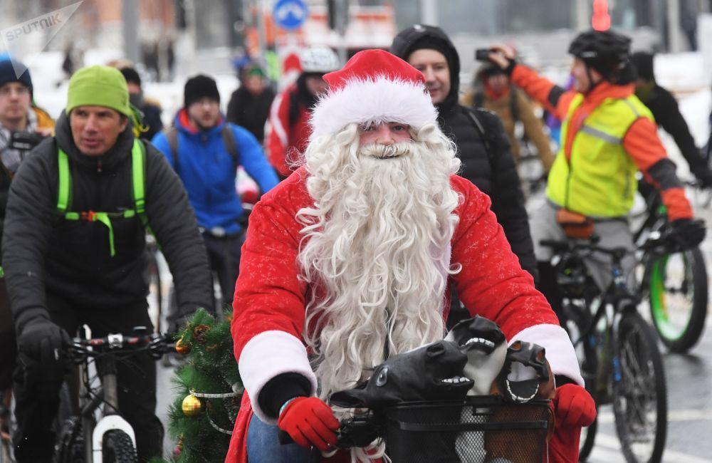 Участники велопарада могли приехать на него в любом костюме