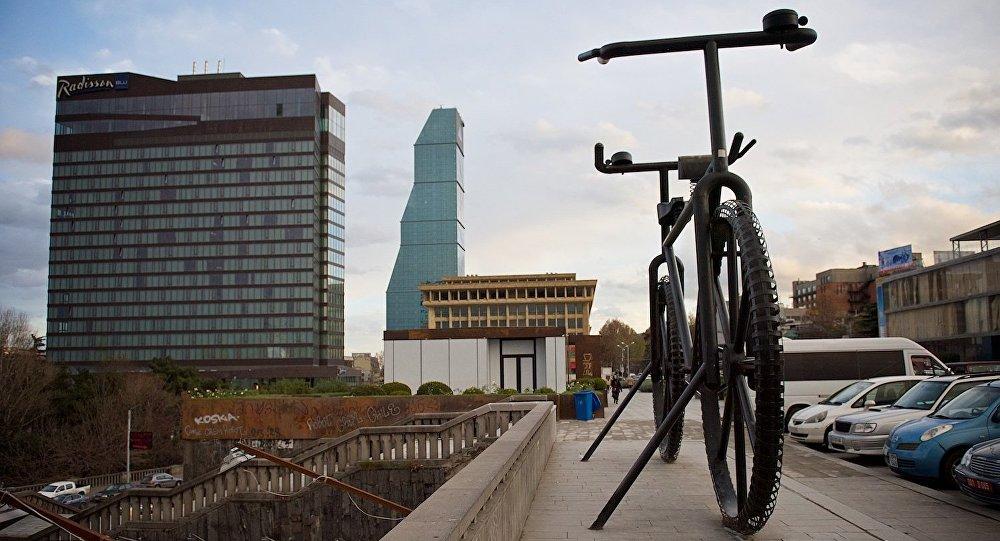 ველოსიპედის ძეგლი ვარდების მოედანზე