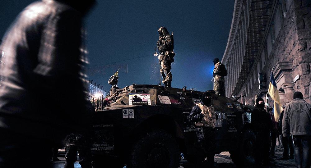 Силы оппозиции и представители органов правопорядка на Майдане Незалежности в Киеве, архивное фото