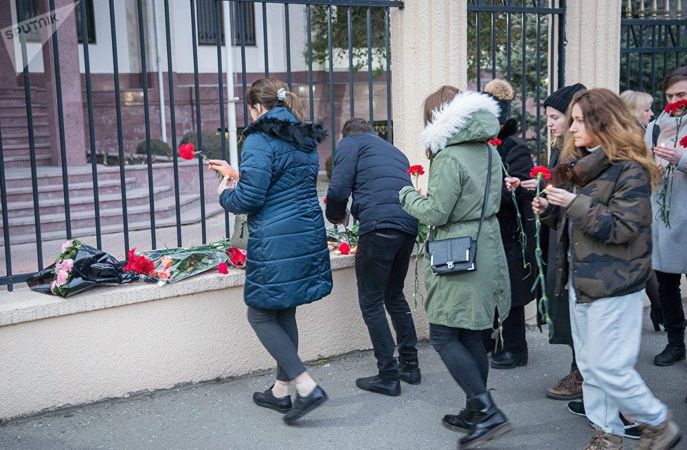 В результате авиакатастрофы погиб 71 человек, из них 65 пассажиров, направлявшихся из Москвы в Орск