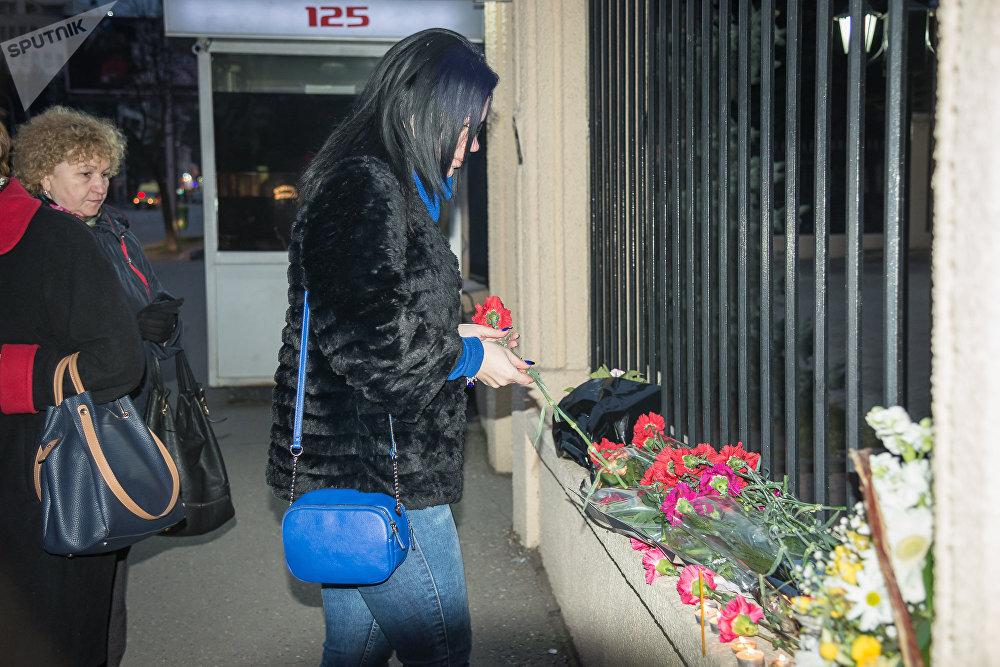 Так в Тбилиси представители общественности почтили память погибших в результате крушения пассажирского самолета Ан-148 в Подмосковье