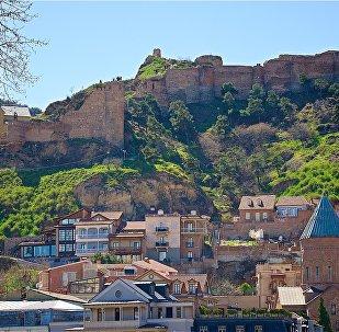 Район Абанотубани в историческом центре Тбилиси и крепость Нарикала