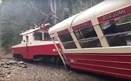 Поезд Боржоми-Бакуриани потерпел аварию: видео с места ЧП