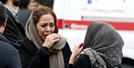 Родственники и близкие погибших при крушении самолета Aseman Airlines в Иране у аэропорта в Тегеране