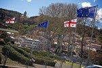 Флаги Евросоюза в центре столицы Грузии /