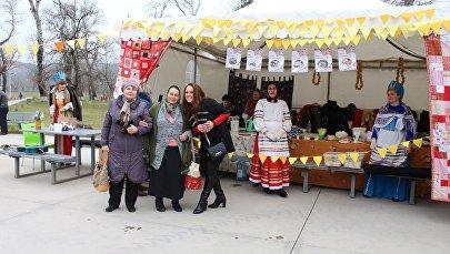 Ярмарка на празднике Масленица в городе Рустави