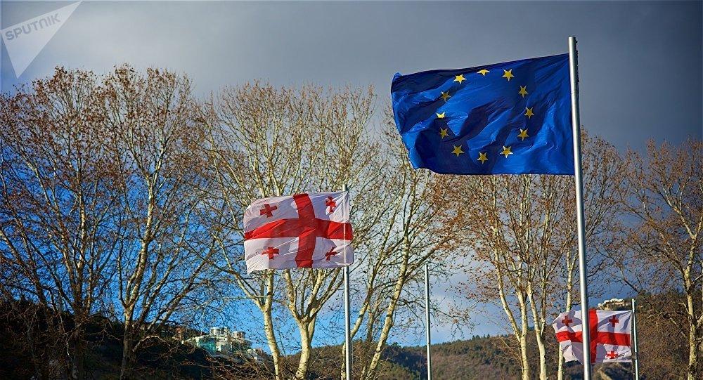 Флаги ЕС и Грузии на площади Европы