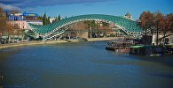 Мост Мира в центре Тбилиси