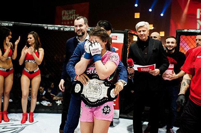 Грузинка победила россиянку и завоевала чемпионский пояс ММА
