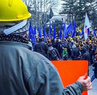За права рабочих: как профсоюзы Грузии провели акцию протеста в Тбилиси