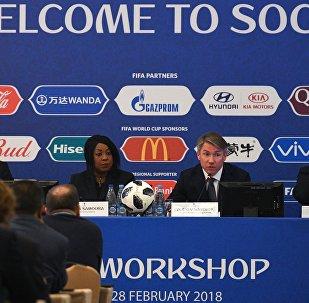 "FIFA-ს დეპარტამენტის დირექტორი კოლინ სმიტი, FIFA-ს გენერალური მდივანი ფატმა სამურა, საორგანიზაციო კომიტეტის ""რუსეთი-2018""-ის თავმჯდომარე ალექსეი სოროკინი და კრასნოდარის მხარის ვიცეპგუბერნატორი ნიკოლაი დოლუდა."