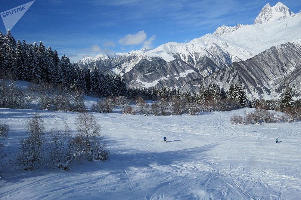 Спуск на лыжах превращается в Сванетии в настоящее приключение