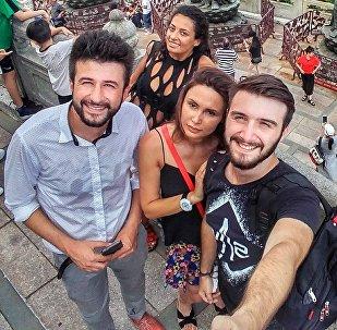საბა მიგრიაული მეგობრებთან ერთად