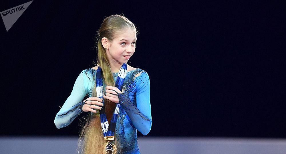 Александра Трусова (Россия), завоевавшая золотую медаль в женском одиночном катании среди юниоров