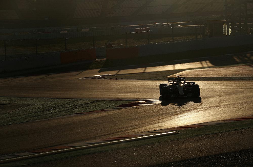 Тестовые заезды пилотов Формулы 1 в Монтмело, Испания. Болидом команды Мерседес управляет финский автогонщик Валтерри Боттас перед гонками на трассе Барселона в Каталонии