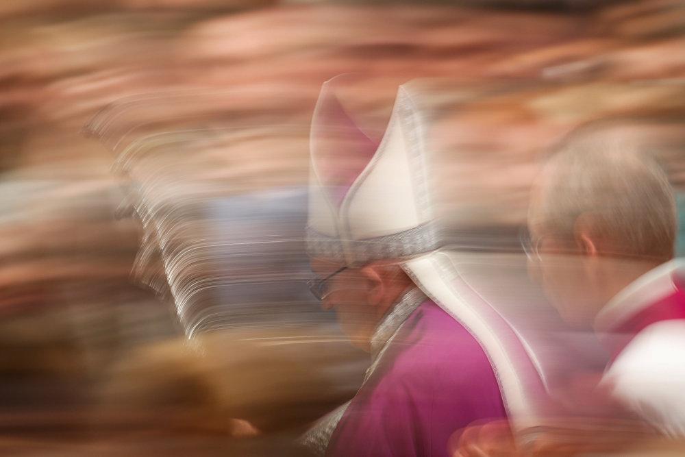 Папа Римский Франциск во время проведения им праздничной службы в Ватикане