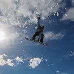 Показательные выступления спортсменов на фестивале фристайла и горнолыжного спорта на горнолыжном курорте Шымбулак близ Алматы, Казахстан