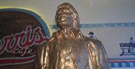 В одном из хорватских кафе установили статую Чака Норриса