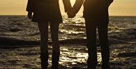 Влюбленные на берегу Черного моря