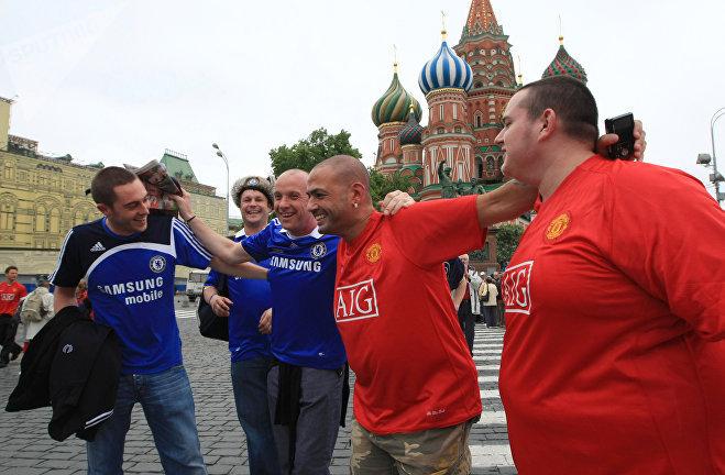 Английские болельщики на Красной площади накануне финального матча Лиги чемпионов между командами Челси и Манчестер Юнайтед, 2008.