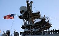 Корабль ВМС США OAK HILL (LSD-51) в Батумском порту