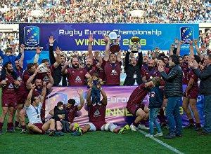 Игроки сборной Грузии по регби празднуют победу в КЕН