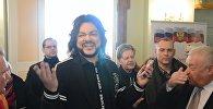Филипп Киркоров спел на избирательном участке в Литве