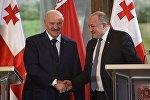 Александр Лукашенко и Георгий Маргвелашвили на встрече в президентском дворце в столице Грузии
