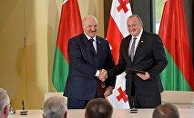 Александр Лукашенко и Георгий Маргвелашвили после церемонии подписания совместных документов