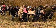 მაშველები და ადგილობრივები მიასვენებენ მდინარეში ნაპოვნი 14 წლის ბიჭის ცხედარს