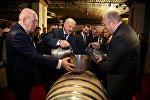 Президенты Беларуси и  Грузии Александр Лукашенко и Георгий Маргвелашвили на заводе Сараджишвили