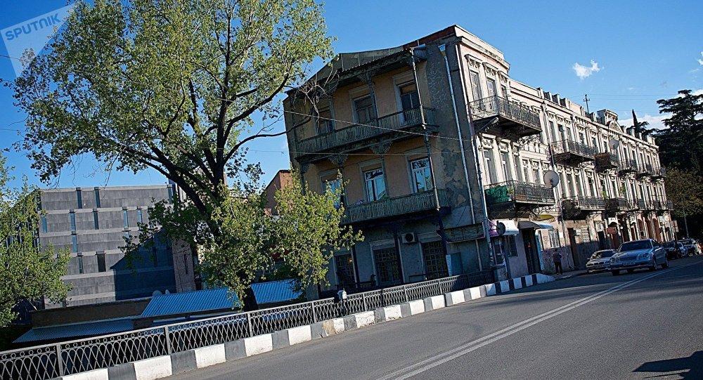 Вид на дома у Сухого моста в центре Тбилиси
