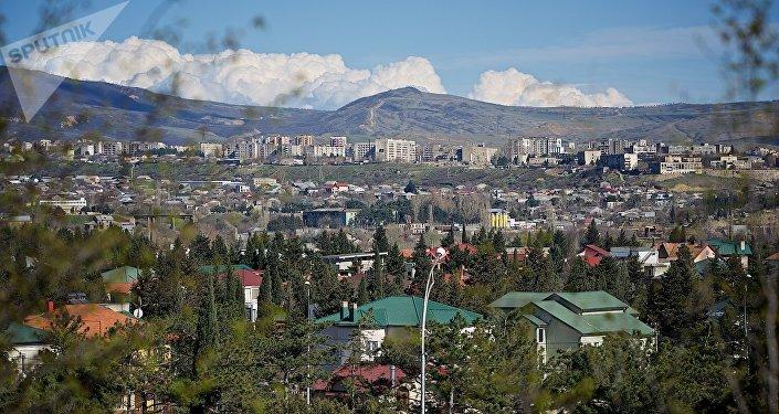 Вид на город Тбилиси весной