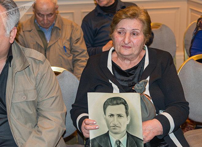 Передача земли с могил павших грузинских солдат ВОВ их семьям